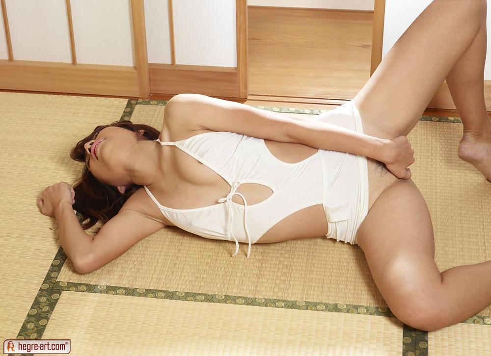 Hegre-Art erotic nude models – Anna Takinzawa in white light