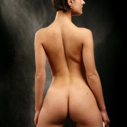 erotic-nude-leona-107.jpg