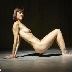 hegre-erotic-nude-models-flora-227..jpg