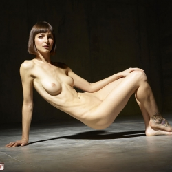 hegre-erotic-nude-models-flora-228..jpg