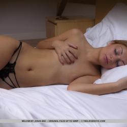 tle-erotic-nude-models-melodii-221..jpg