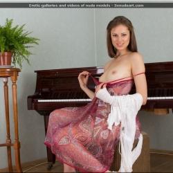 nubiles-nude-erotic-alba-101..jpg