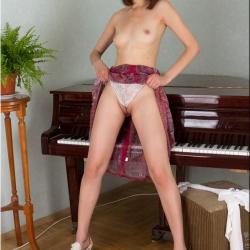 nubiles-nude-erotic-alba-104..jpg