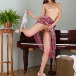 nubiles-nude-erotic-alba-107..jpg
