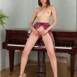 nubiles-nude-erotic-alba-111..jpg