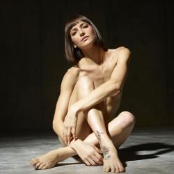 hegre-erotic-nude-models-flora-222..jpg