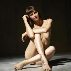 hegre-erotic-nude-models-flora-223..jpg