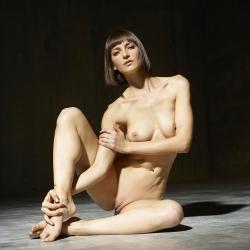 hegre-erotic-nude-models-flora-224..jpg