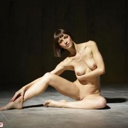 hegre-erotic-nude-models-flora-225..jpg