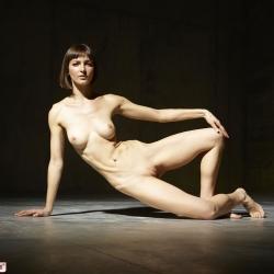 hegre-erotic-nude-models-flora-231..jpg