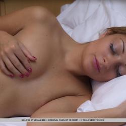 tle-erotic-nude-models-melodii-223..jpg